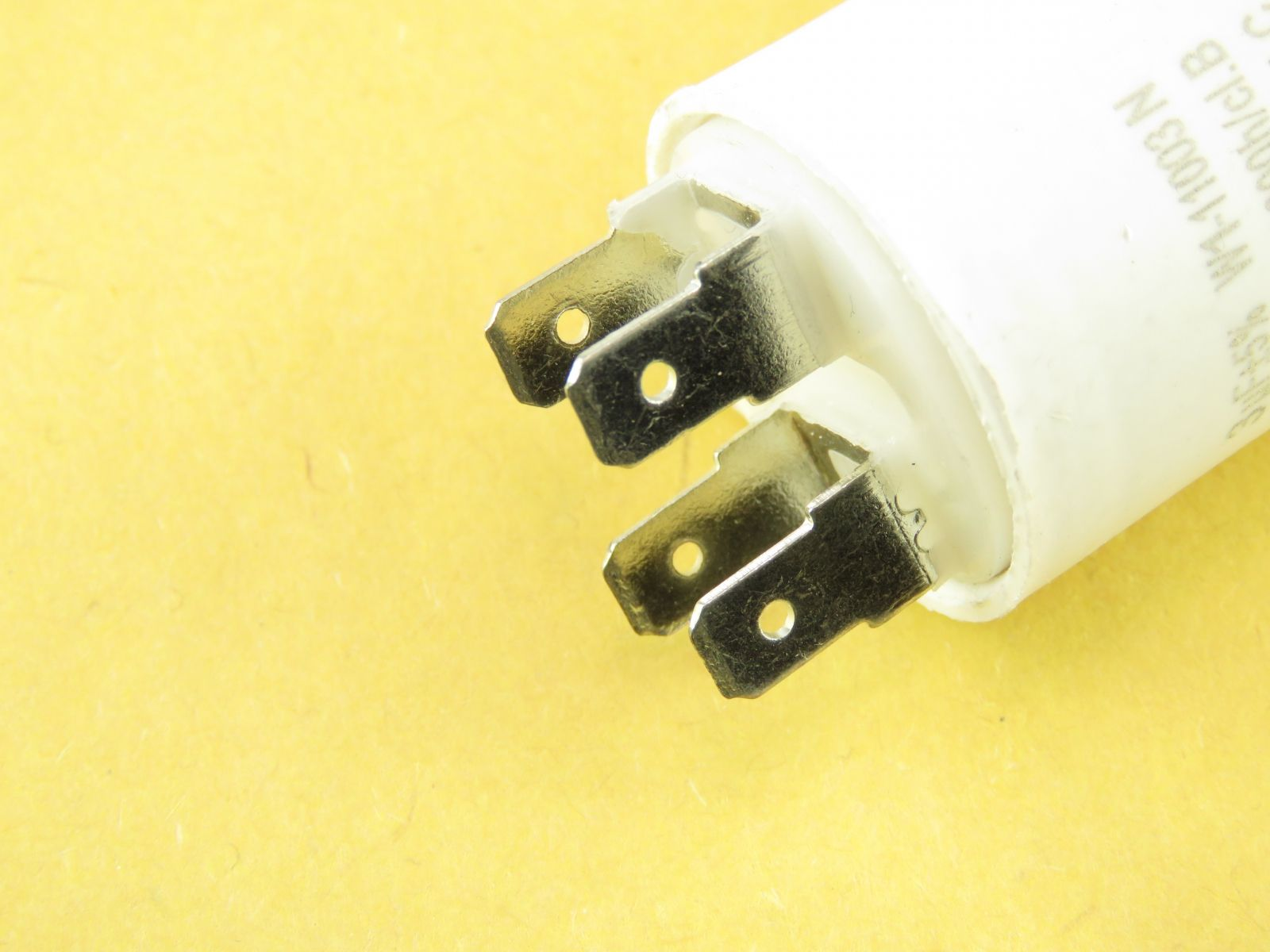 Condensateur démarrage moteur 3uF 450v MOTCAP3UF450V (image 3/3)